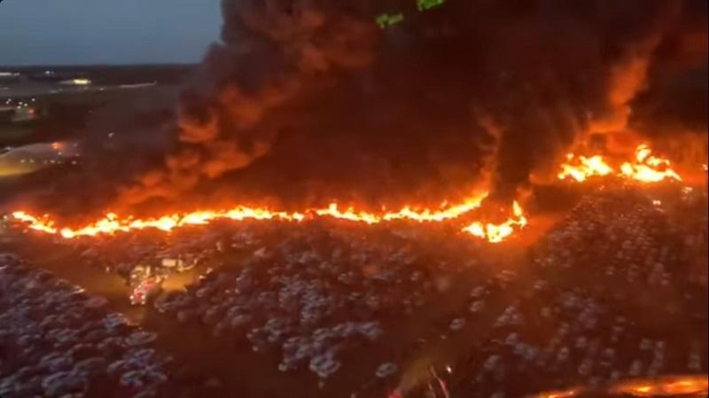 Incendio, lote, carros, Florida, video, viral