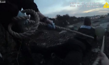 Policías, rescate, ladera, video, viral
