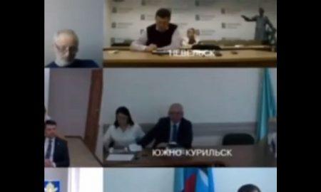 politico, alcalde, ruso, mano, funcionaria, video, viral