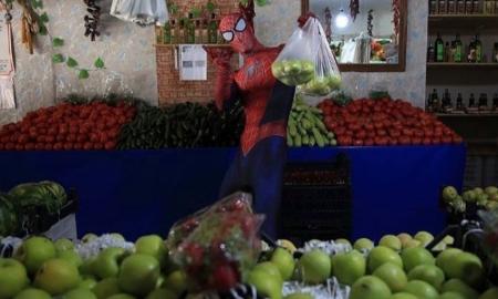 Spiderman, apoyo, ancianos, adultos mayores, covid-19, pandemia, compras