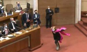Pamela Jiles, diputada, Chile, aprobación pensiones, Congreso, corre, Naruto, viral, redes sociales