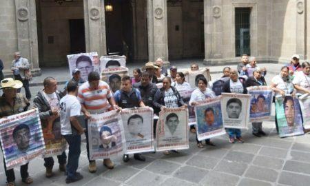 43 normalistas, Palacio Nacional, AMLO, CDMX, desaparecidos, justicia