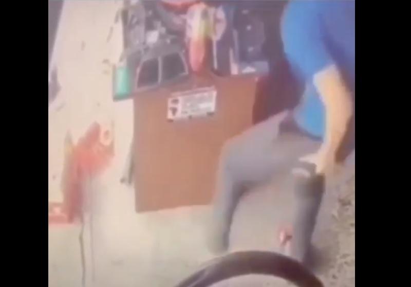 Hombre, ratón, pantalón, video, viral