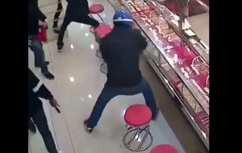 Ladrones, joyería, vidrio reforzado, robo, frustrado, video viral