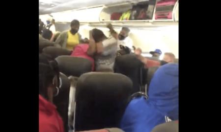 pasajeras, pelea, violencia, avión, cubrebocas, video viral