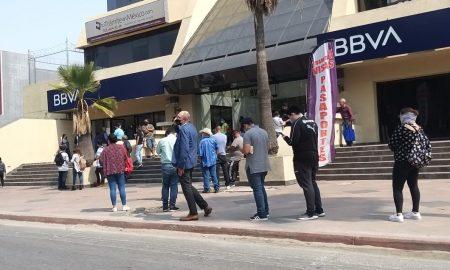 Bancos, filas de espera, bancos de Tijuana,
