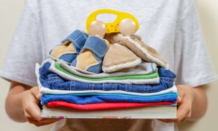 Madre, intercambio, ropa, apoyo, bebé, menor, pobreza