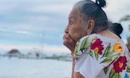 abuelita, conocer, mar, Yucatán, adulta mayor, oceáno, redes sociales