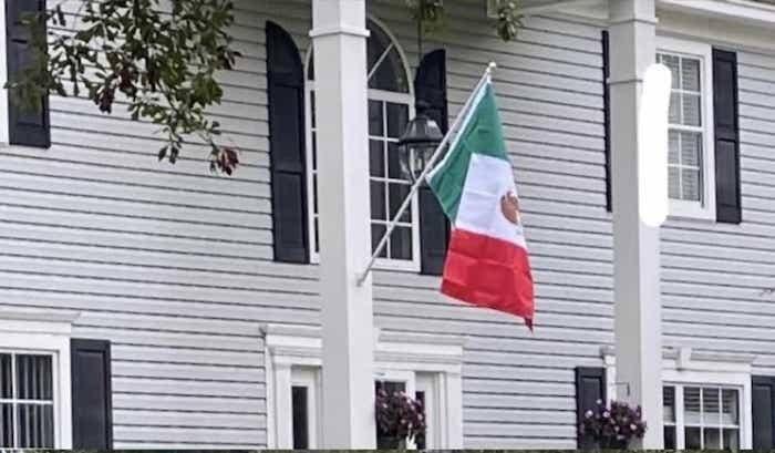 Familia, amenaza, bandera de México, EEUU, Carolina del Norte, racismo