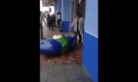 Duende, Movistar, baile, caida, piso mojado, video viral