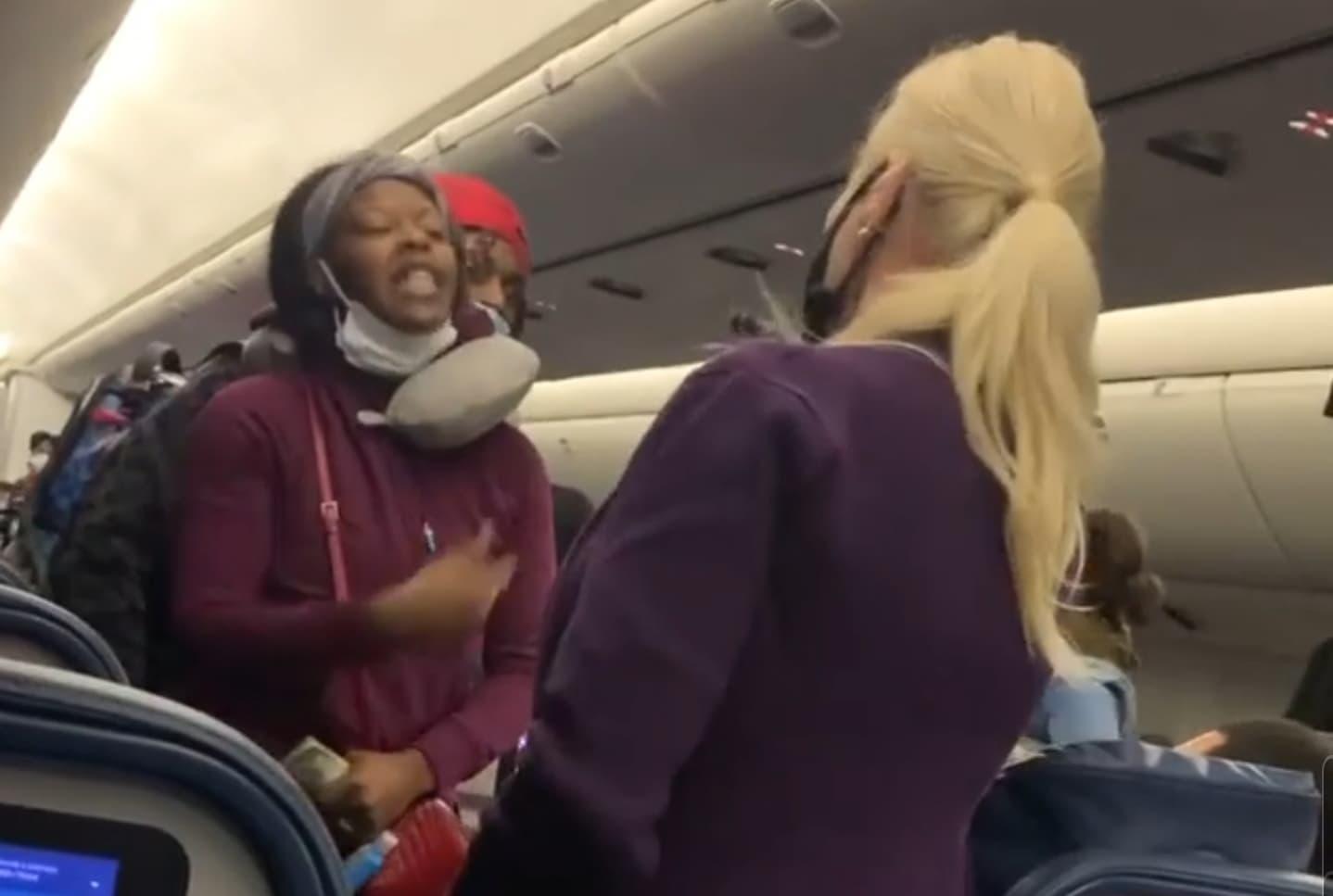 vuelo, avión, cubrebocas, azafata, agresión, video viral