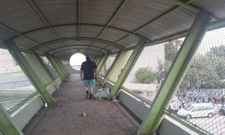 puente peatonal, UMF 27, bulevar Díaz Ordaz, acumulación de basura, basura,