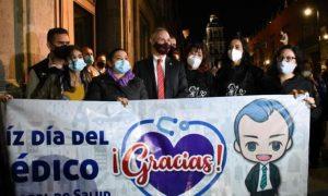 Hugo López-Gatell, serenata, Día del Médico, fans, subsecretario de Salud, video viral