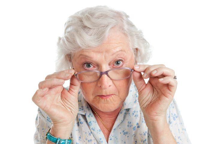 jóvenes, disfraz, abuelas, vacuna contra covid-19, Florida,