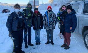 Guardabosques, ayuda, mujer, familia, Alaska, Canadá