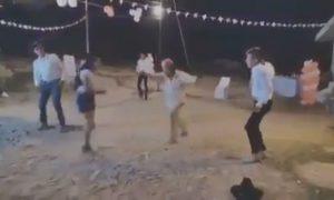 Hombre, señor, baile, 15 años, chambelanes, video viral
