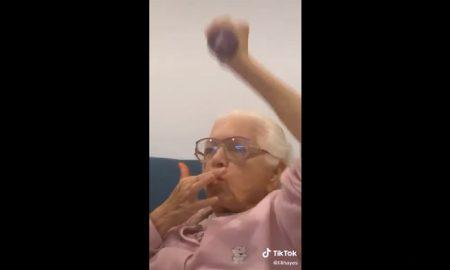 Mujer, abuela, comida, Cheetos, ejercicio, video viral