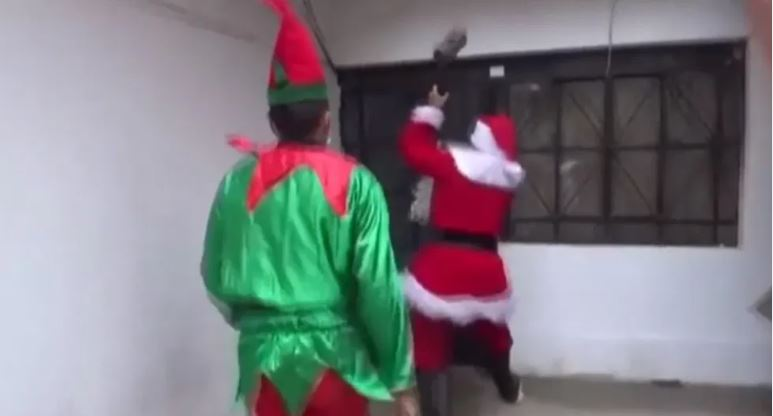 Policías, Santa Claus, operativo, policiaco, arresta, video viral