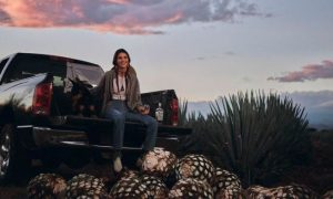 Kendall Jenner, comercial, tequila, copa, bebe, críticas, redes sociales